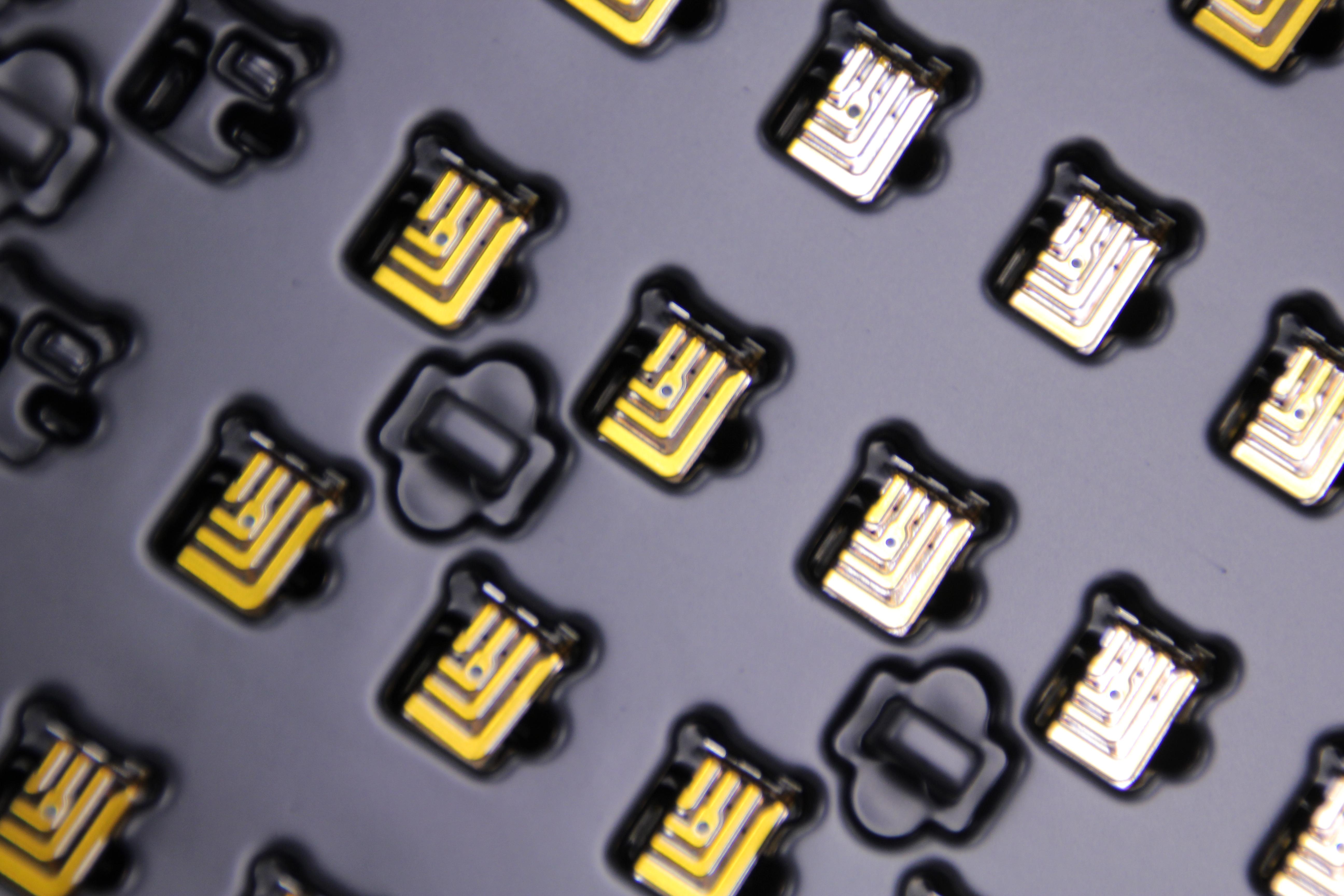IsoLam-Verfahren: Leiterbahn mit Verdrahtungsband in Serie konfektioniert