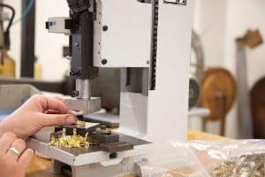 Weiterverarbeitung und Biegen von Metallteilen